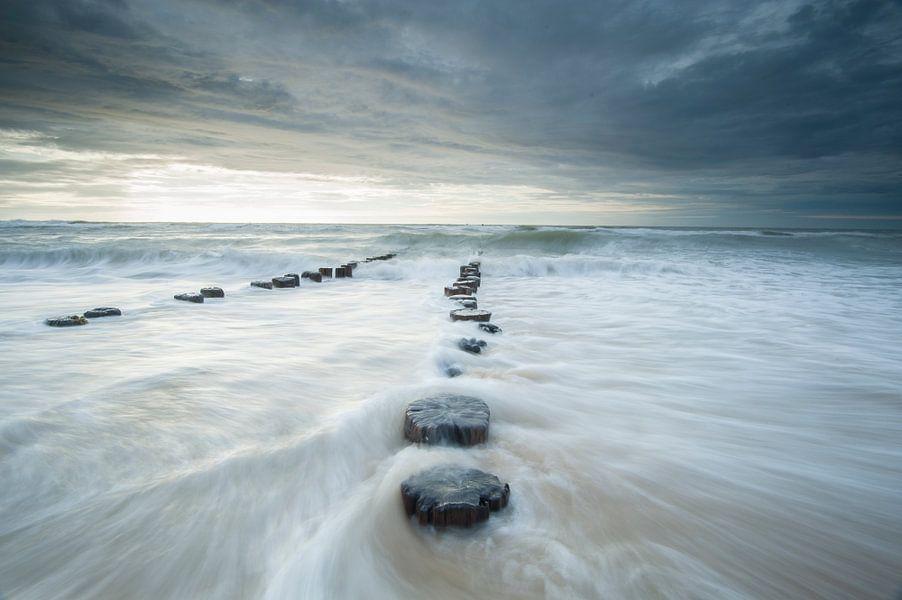 breaking waves van Arjan Keers