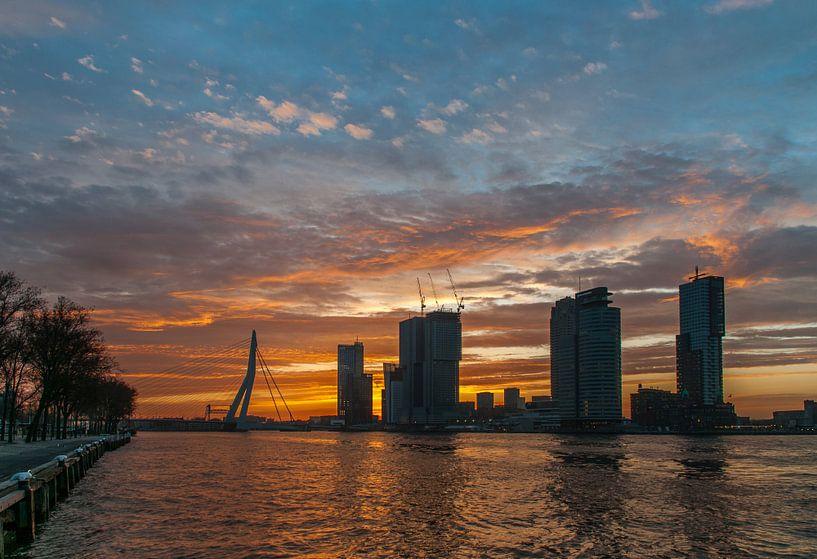 rotterdam zonsopkomst  van Erik van 't Hof