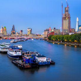 London met de nacht op komst van Johan Vanbockryck