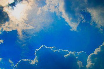 blauwe lucht wolken von Tom Poelstra