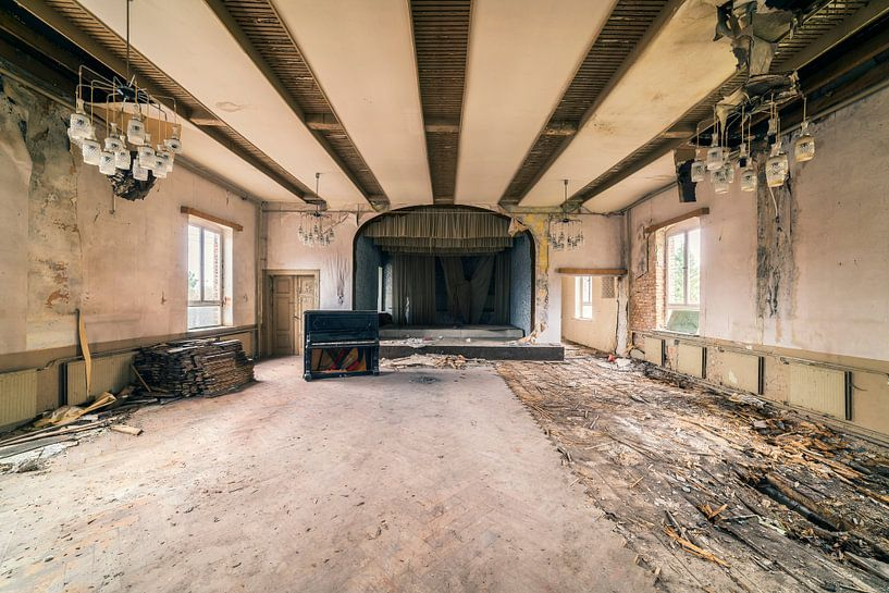 Piano Ballroom van Michael Schwan