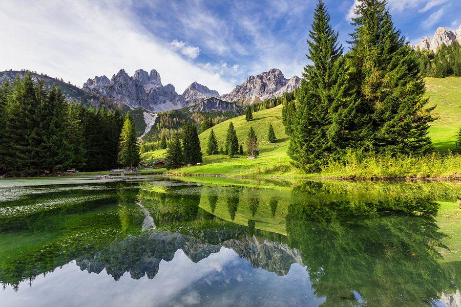 Spiegeling in een bergmeer
