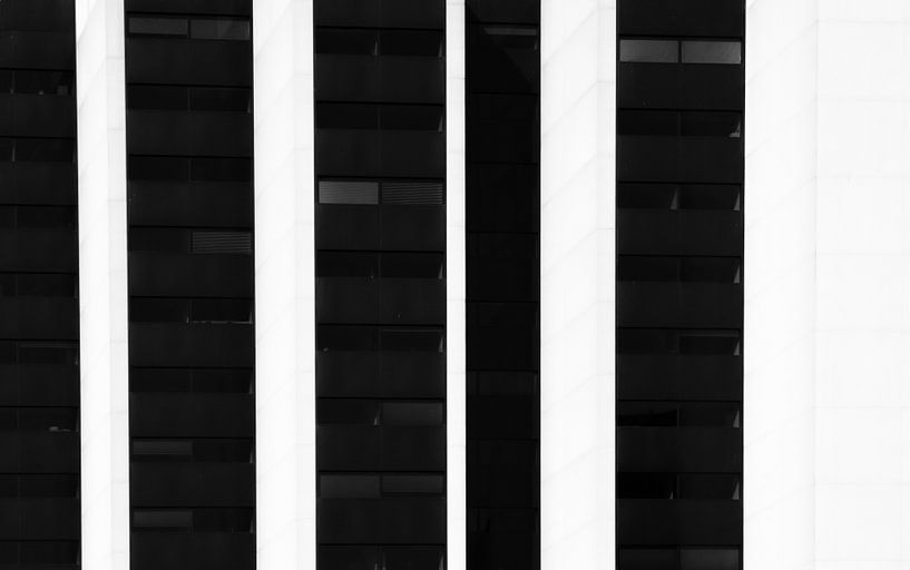 Abstract rotterdam in zwartwit II van Ilya Korzelius