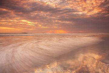 Bali sunset II von Ilya Korzelius