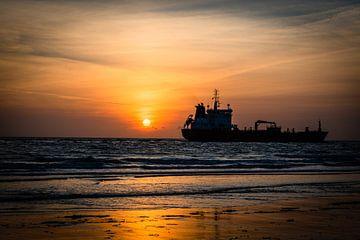 Schiff am Horizont von Katja • W