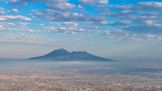 Misty Vesuvio van  Teun Ruijters