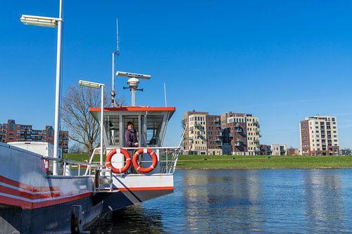 De pont bij Cuijk over de rivier de Maas