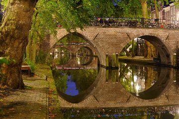 Weesbrug over de Oudegracht in Utrecht van