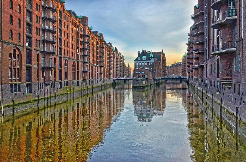 Hamburg: die Speicherstadt oost van Frans Blok