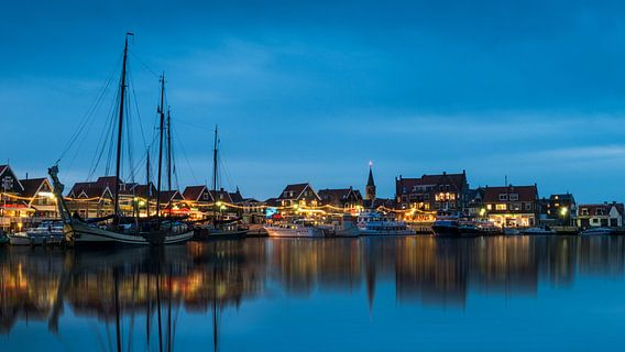 Volendam haven - sfeeropname in de avond van Keesnan Dogger Fotografie