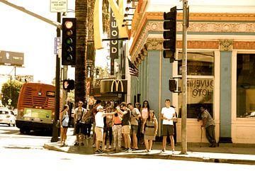 Hollywood Boulevard corner sepia, Los Angeles, California van Samantha Phung