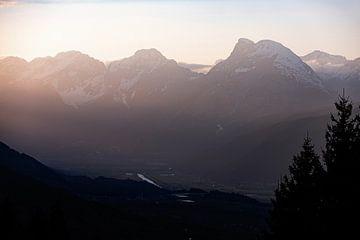 Zacht warm licht en bergtoppen bij het Oostenrijkse Seefeld