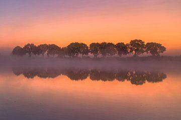 Net voor zonsopkomst aan de Maas van R. Maas