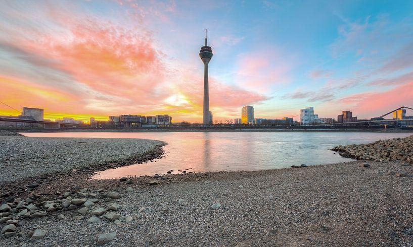 Sunrise in Dusseldorf van Michael Valjak