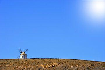 Mühle auf einem Hügel von Dustin Musch