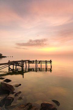 Gelassener Sonnenaufgang (Porträt-Modus) von FotoBob
