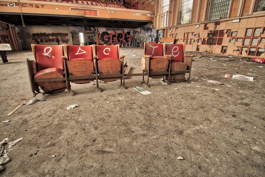 At the Theatre von ellen aerts