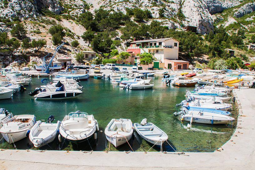 Bootjes in de Calanques in de Provence in Frankrijk van Rosanne Langenberg