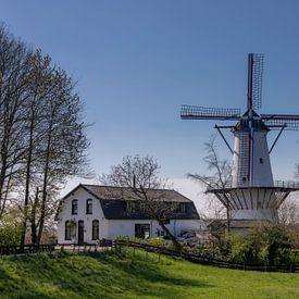 """Windmolen """"De Vlinder"""" op een mooie lente dag in April van Bram van Broekhoven"""