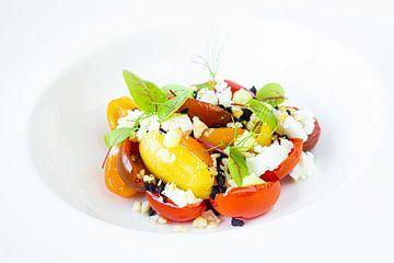 Bunter Salat auf weißem Teller Teil 2