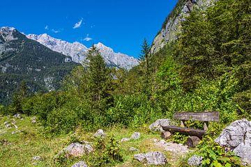 Landschaft mit Sitzbank im Berchtesgadener Land von Rico Ködder