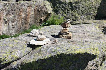 Drie Steenmannetjes  van M Ravensbergen