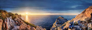 Landschap bij Formentor op het eiland Mallorca bij zonsondergang. van Fine Art Fotografie