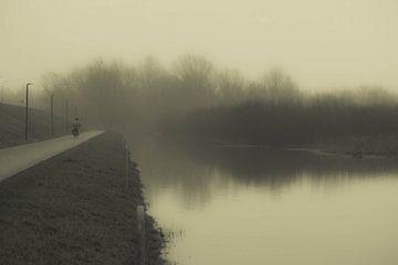 Eenzame fietser van Gerrit van Leeuwen