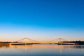 Réflexions de l'après-midi sur un pont sur Torfinn Johannessen