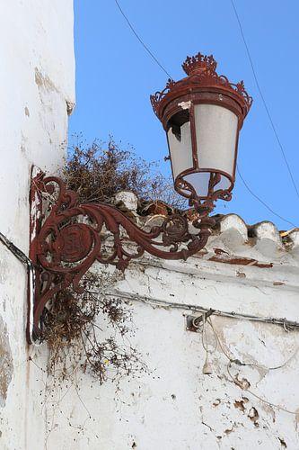 straatlantaarn aan de muur
