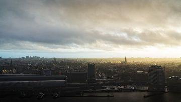 Uitzicht over Amsterdam genomen van de A'dam Lookout. van Bart Ros