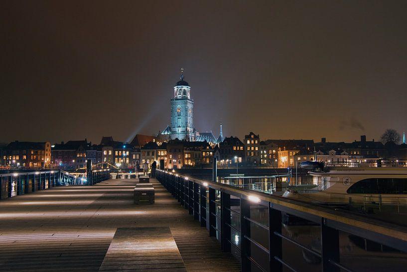 Deventer skyline by night van Rob De Jong