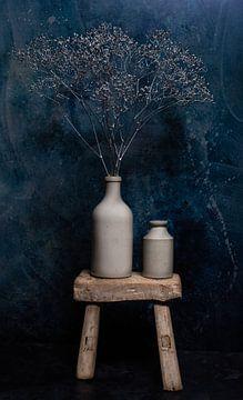 Zilveren Gipskruid in oude Grespotjes. van Justin Sinner Pictures ( Fotograaf op Texel)