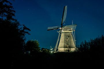 Mühle im Licht der Sterne von Henri van Avezaath