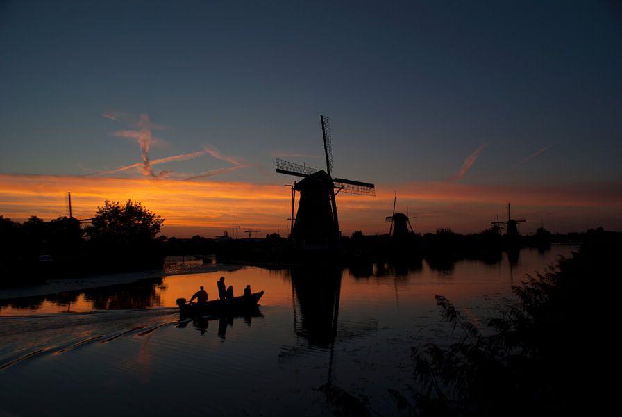 Molens bij zonsondergang in Kinderdijk van Birgitte Bergman