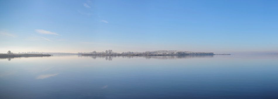 Winters landschap bij het Ketelmeer in de IJsseldelta