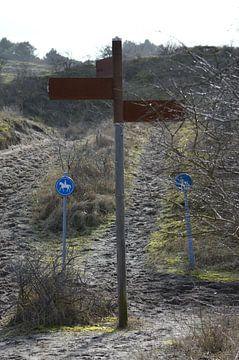 Wegwijzer naar de Waalsdorpervlakte, oorlogsmonument voor de dodenherdenking van