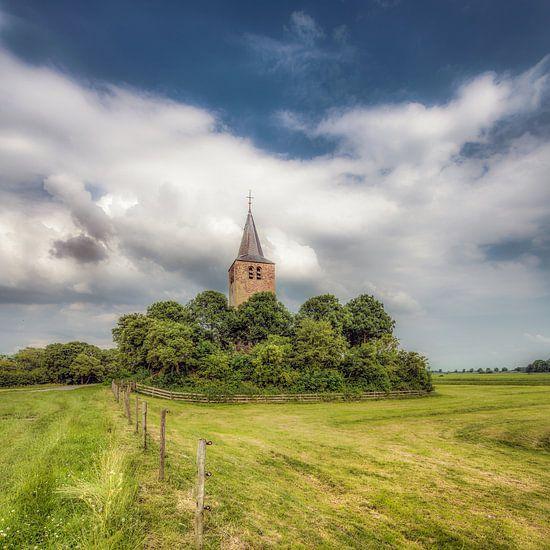 Kerktoren van Tsjerkebuorren in Friesland van Harrie Muis