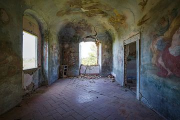 Wandmalerei in einer verlassenen Villa von Kristof Ven