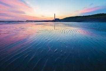 Blauw-roze zonsondergang  in Zeeland van Tom Hengst