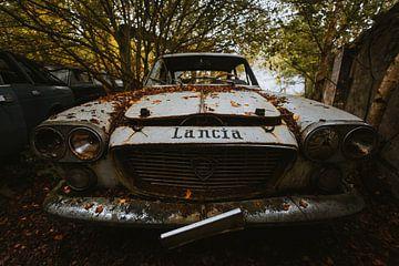 Verlaten Lancia Auto. van Maikel Claassen Fotografie