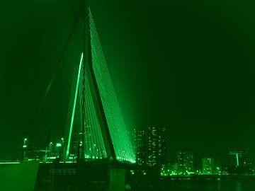 Erasmusbrug - Rotterdam in groen van Ineke Duijzer