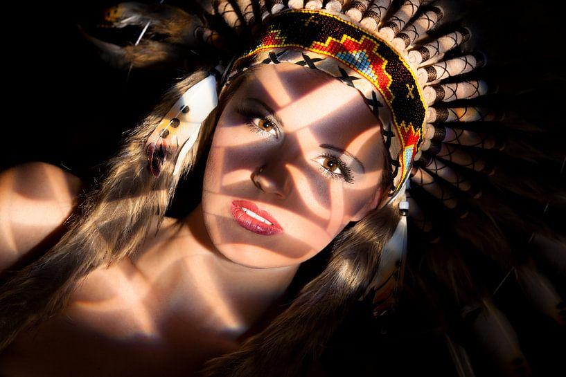Blondine mit Federschmuck von Tilo Grellmann   Photography