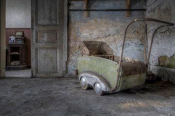Oude kinderwagen von Steve Mestdagh