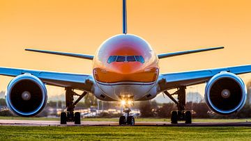 De KLM Dutch Pride Boeing 777 tijdens zonsondergang sur Dennis Janssen
