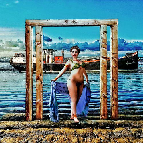 Mata Hari aan zee (met binnenvaart beun schip)