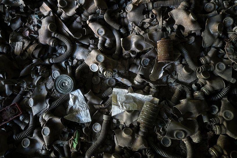 Gasmaskers in Pripyat - Tsjernobyl. van Roman Robroek