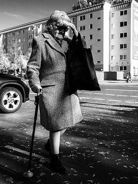 Vieille femme à Berlin sur Fokko Muller