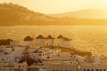 Mykonos - les moulins à vent à la lumière dorée sur Ralf Lehmann