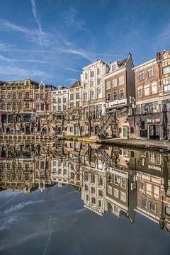 Stadsbeeld in het centrum van Utrecht aan de gracht sur Harrie Muis